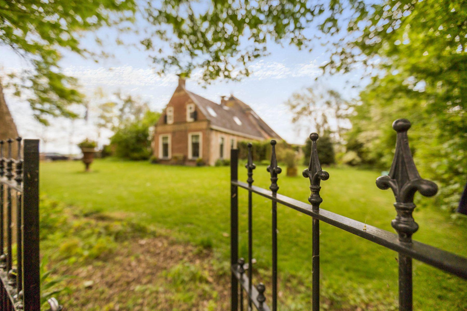 Частный односемейный дом для того Продажа на Beautifully Restored Farmhouse Buren 22 Piaam, Friesland, 8756 JP Нидерланды