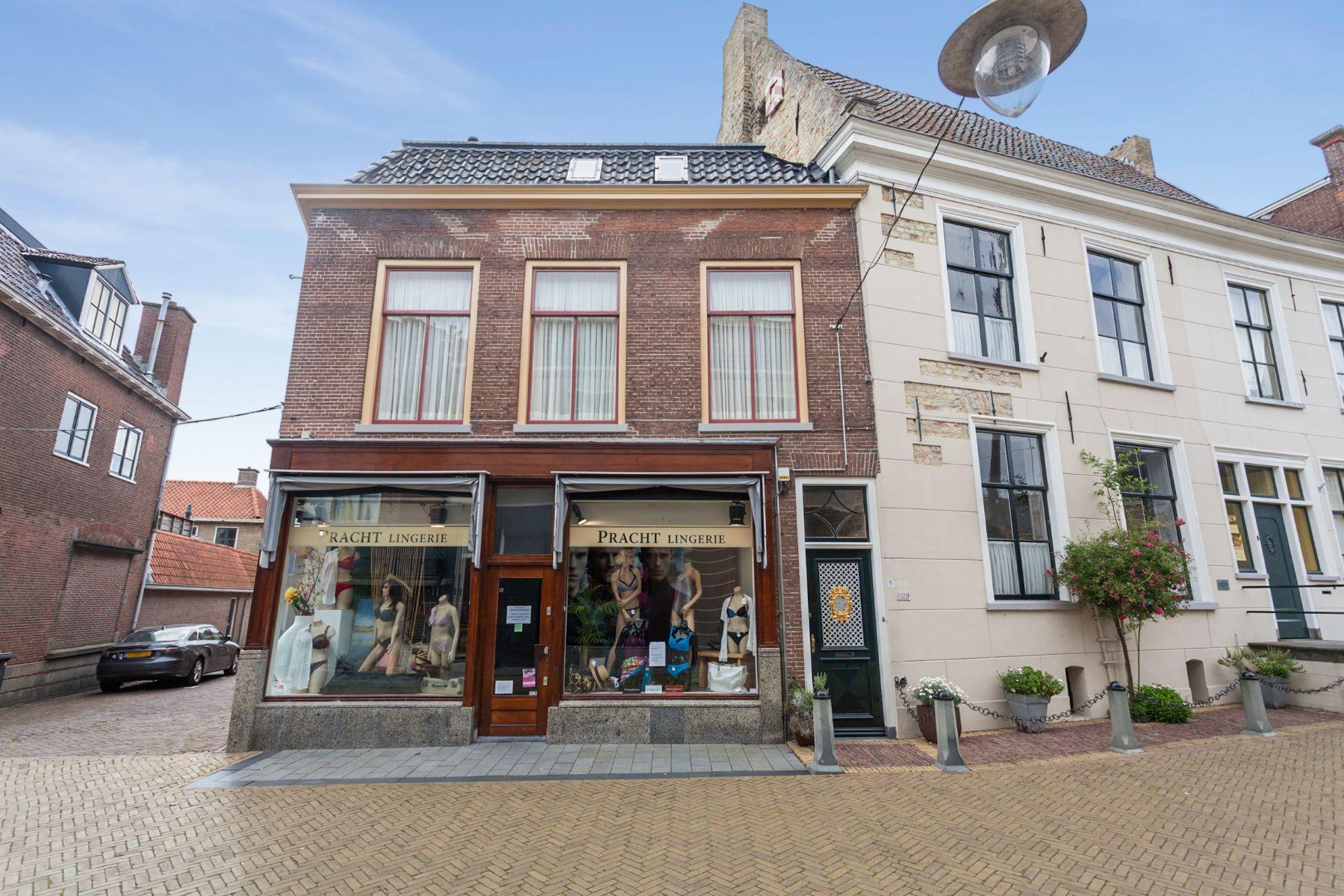 Casa Unifamiliar por un Venta en Monumental City-Residence Dijkstraat 5 Franeker, Friesland, 8801 LR Países Bajos