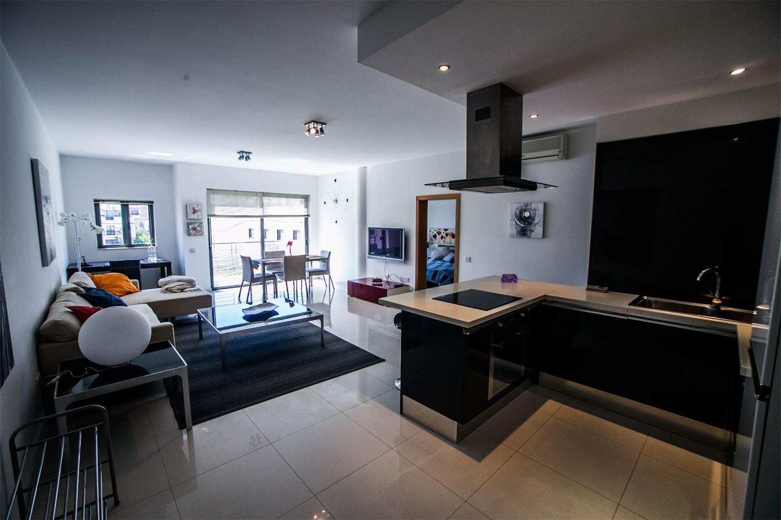 Appartement pour l à louer à Stylish Three Bedroom Apartment Swieqi, Malte
