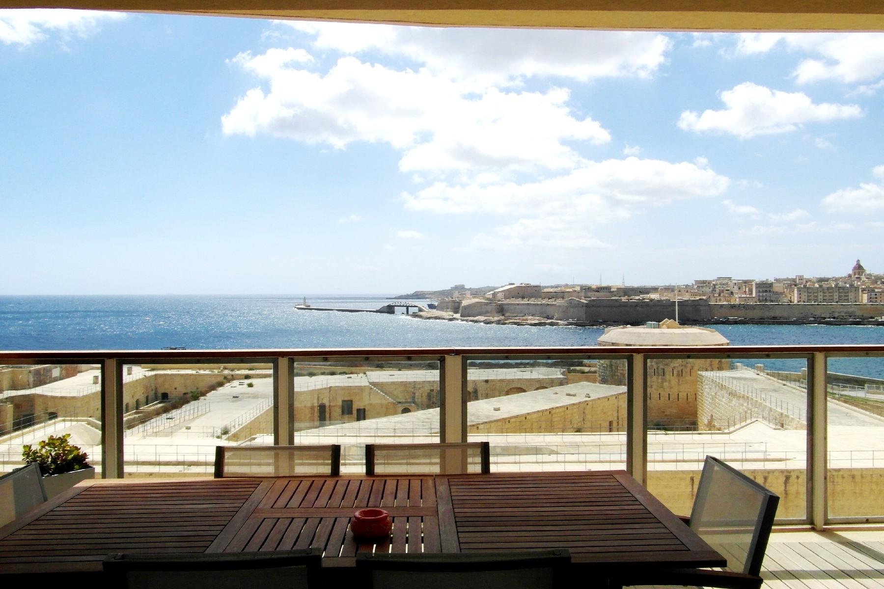 شقة للـ Rent في Luxury Seaview Apartment Tigne Point, Sliema, Malta