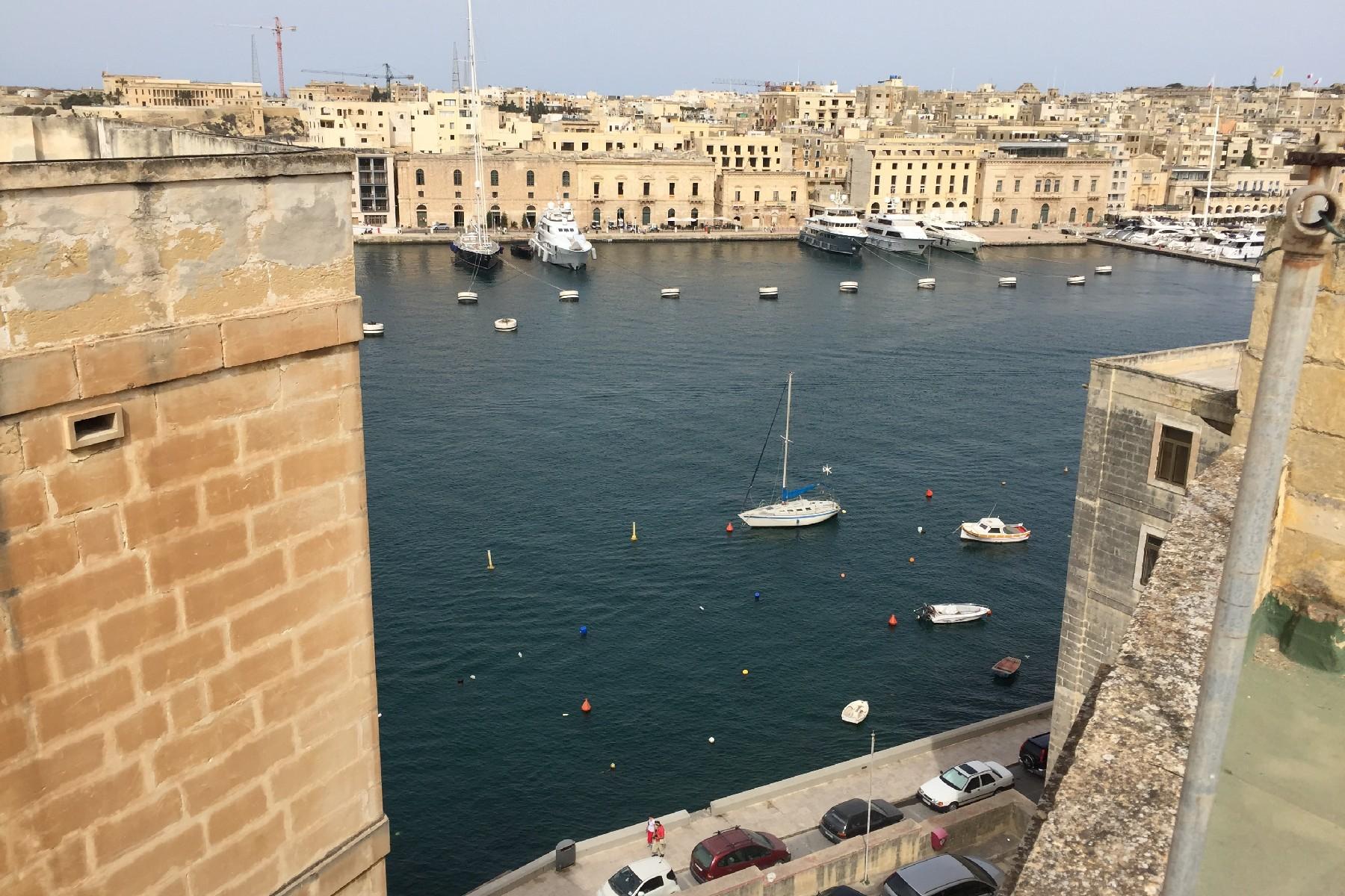 Земля для того Продажа на Corner Development Senglea, Мальта