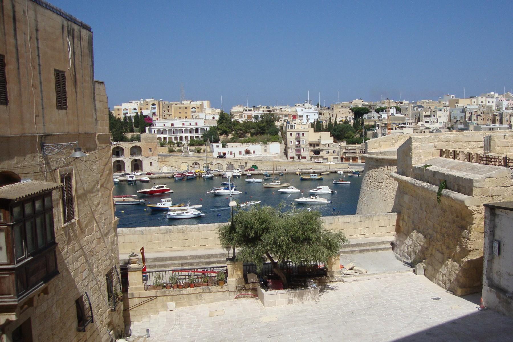 Apartment for Sale at Renovated Corner Apartment Vittoriosa, Malta