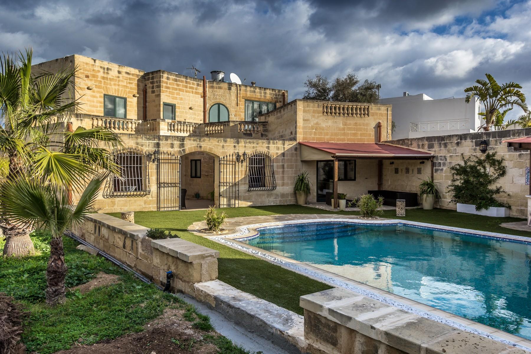Частный односемейный дом для того Продажа на Semi-Detached Villa Maghtab, Naxxar, Мальта