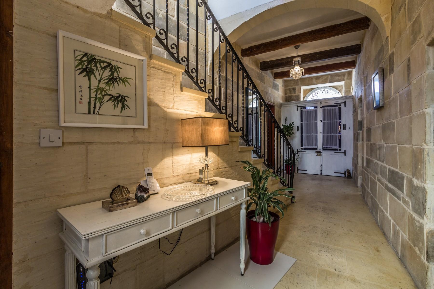 تاون هاوس للـ Sale في Charming Converted Townhouse Gharghur, Malta
