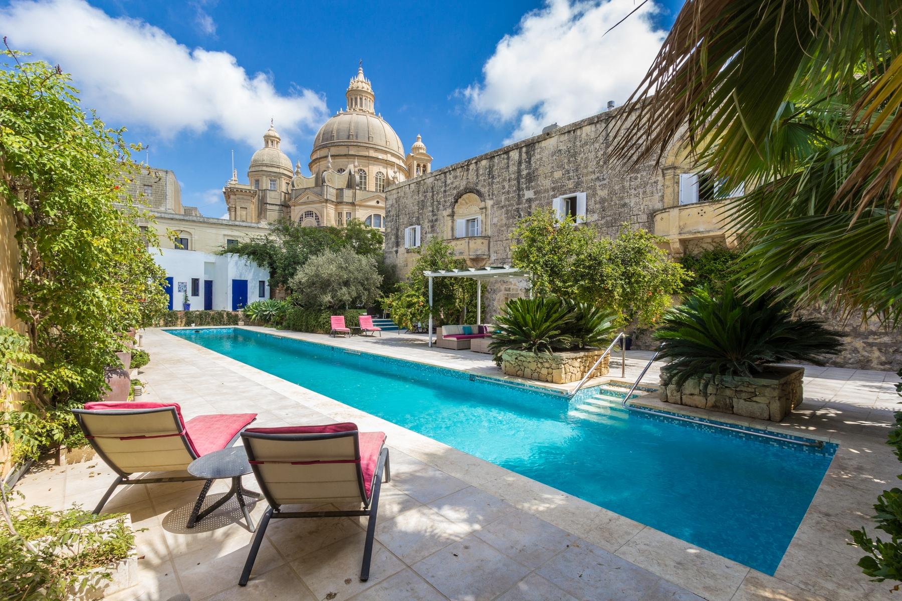 Otras residenciales por un Venta en House of Character Xewkija, Malta