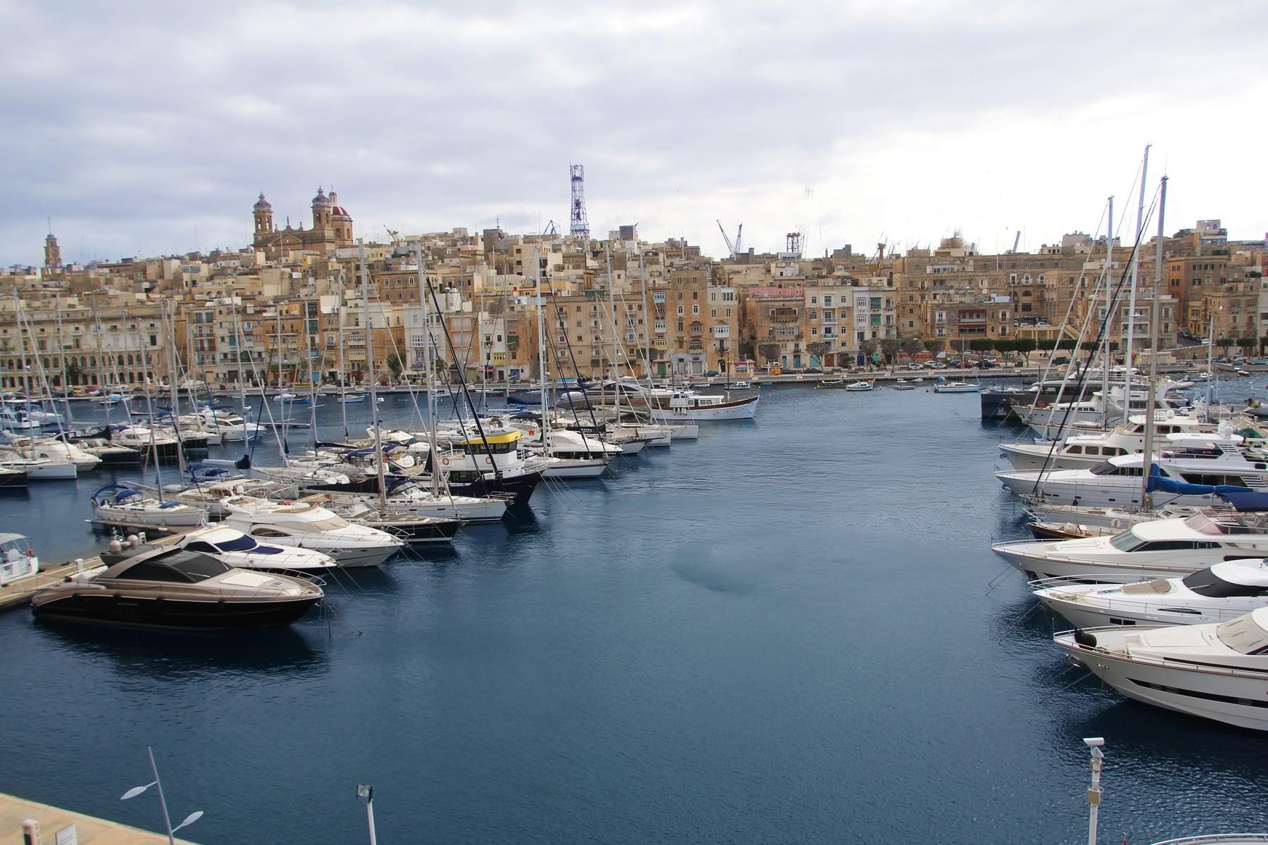Apartment for Sale at Marina Seafront Apartment Vittoriosa, Malta