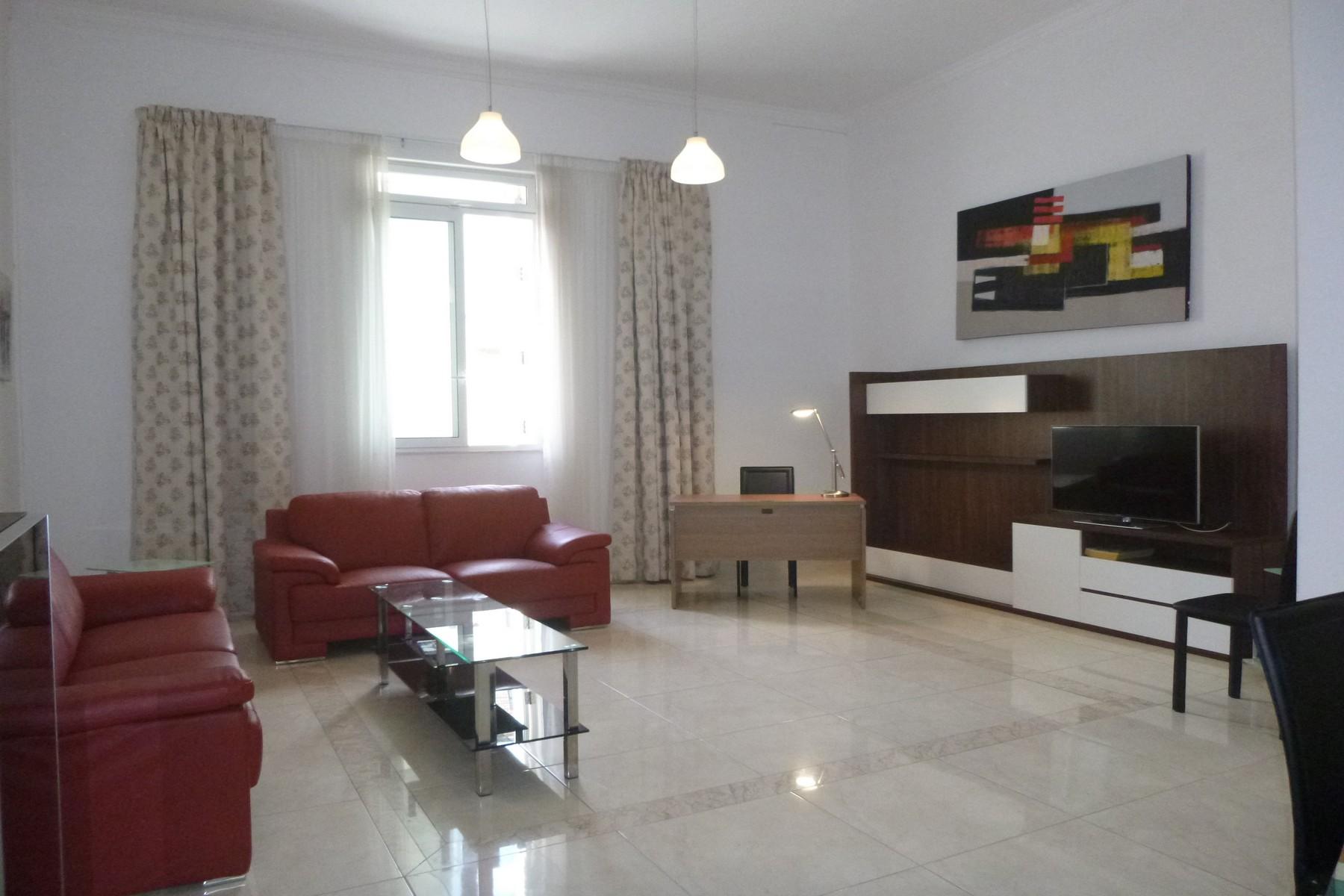 Частный односемейный дом для того Аренда на Maisonette Sliema, Malta Malta