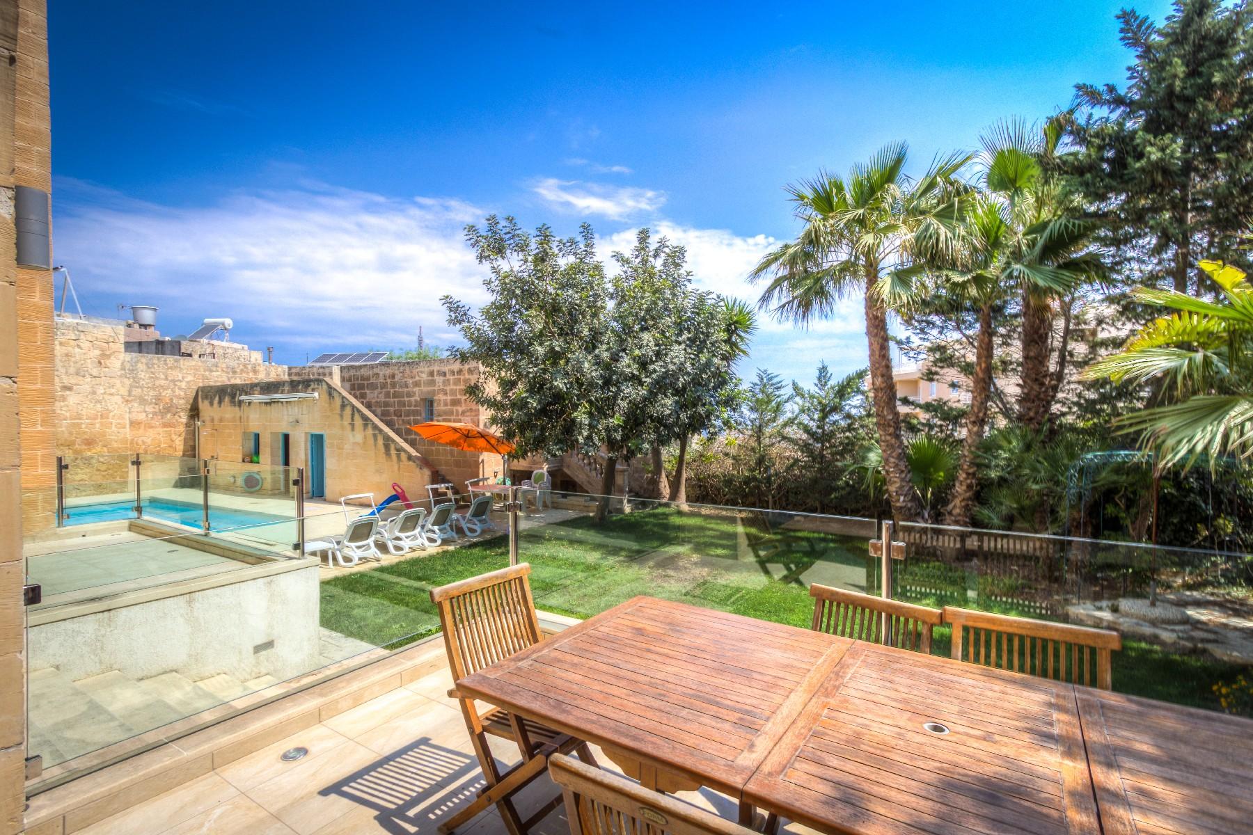 Другая жилая недвижимость для того Продажа на House Of Character Gharghur, Мальта