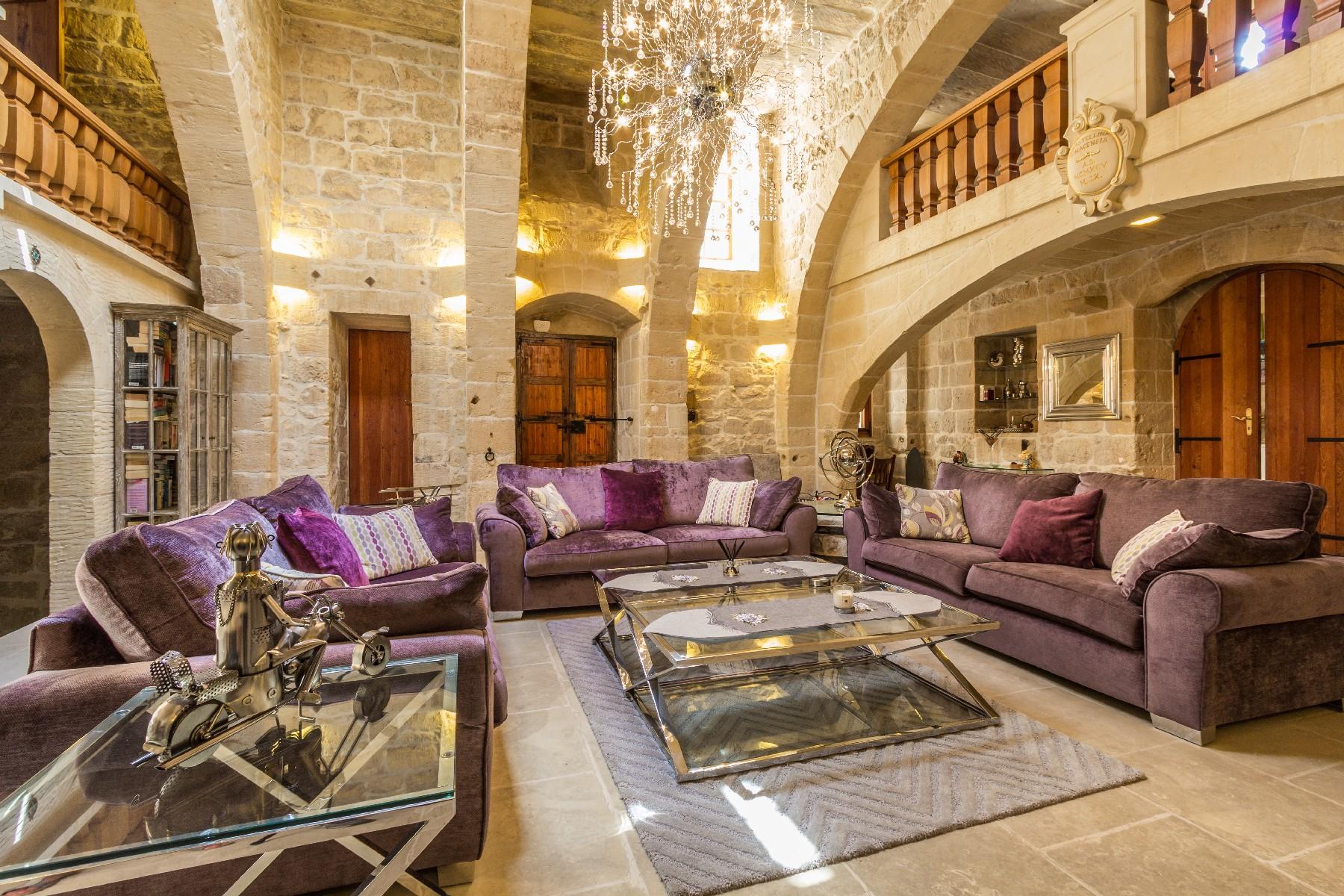 Другая жилая недвижимость для того Продажа на Stunning House of Character Qormi, Мальта