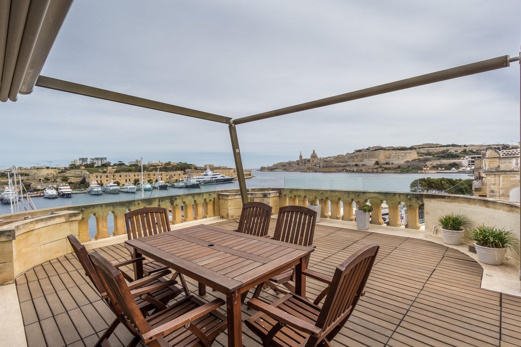 Частный односемейный дом для того Продажа на Seafront Semi-Detached Villa Ta' Xbiex, Мальта
