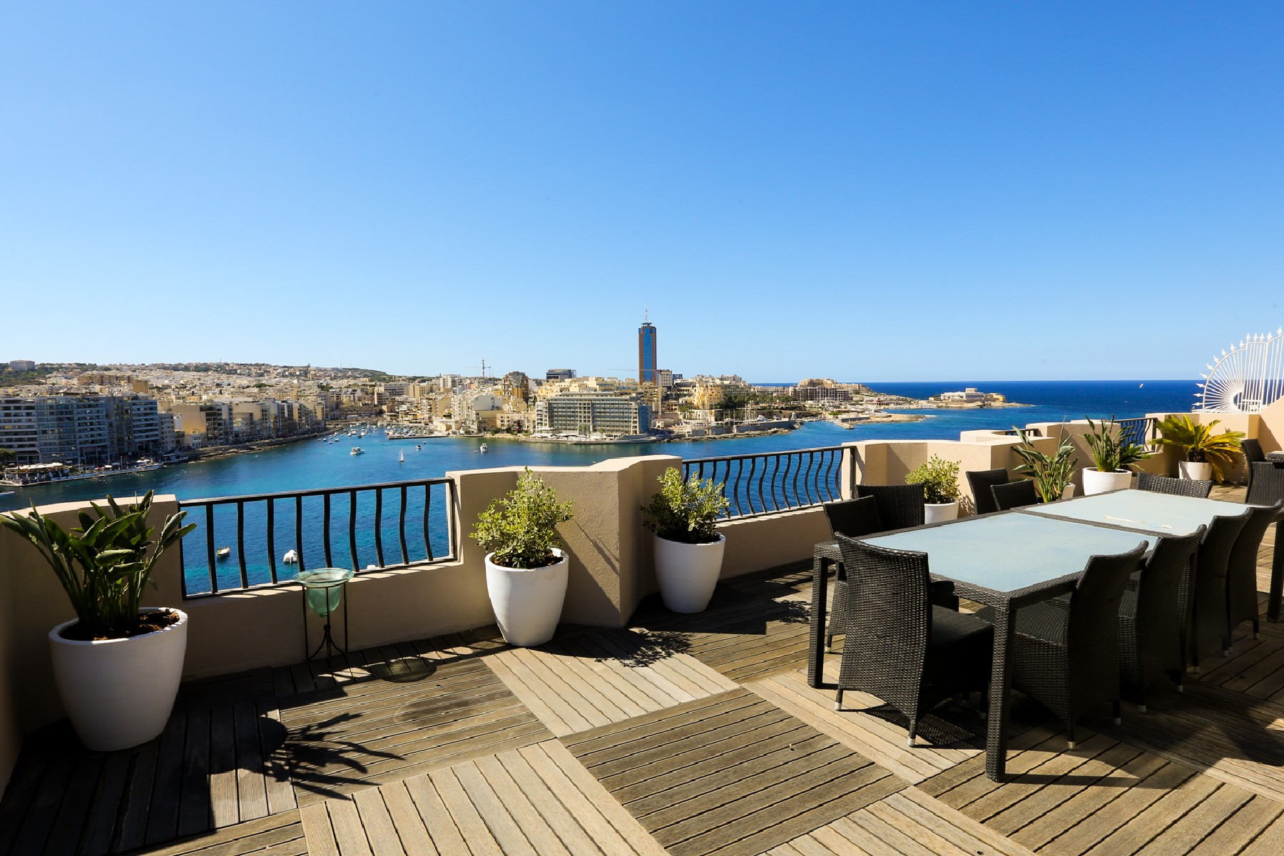 شقة للـ Rent في Luxurious Penthouse With Stunning Views Sliema, Malta