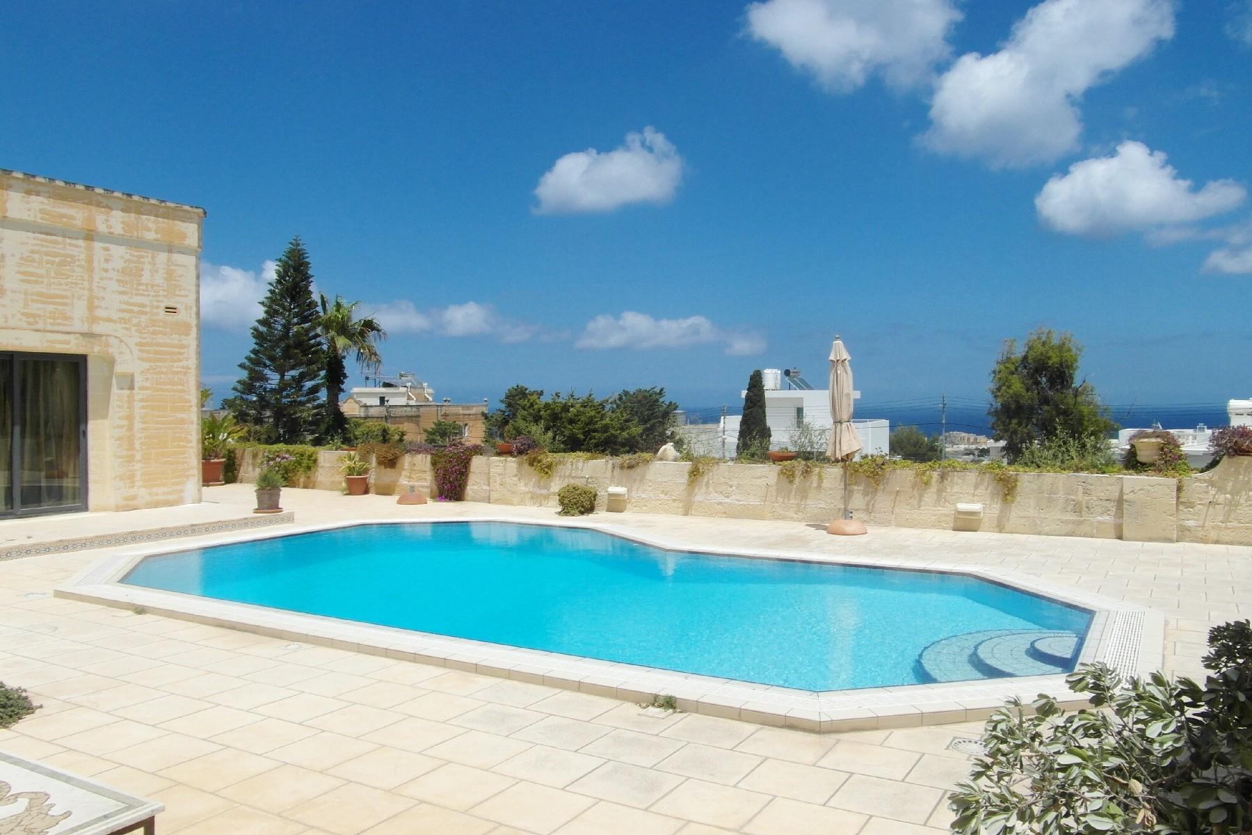 واحد منزل الأسرة للـ Rent في Lavish Fully Detached Bungalow Madliena, Malta