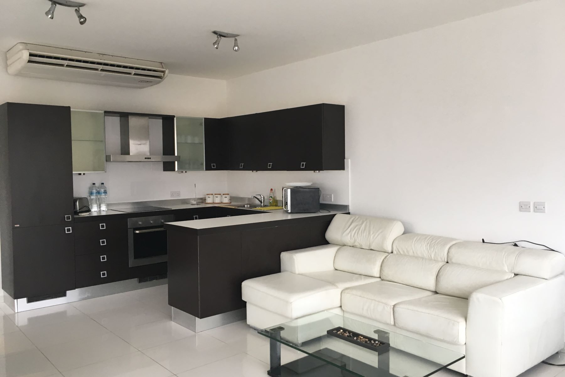 شقة للـ Rent في Spacious Two Bedroom Penthouse Madliena, Malta