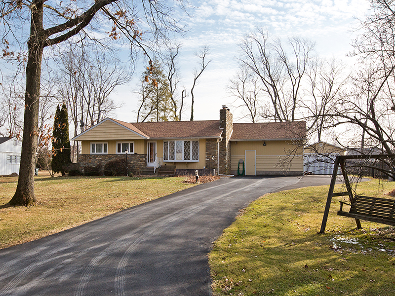 Single Family Home for Sale at Expanded, Updated Rancher 138 HIGHLAND DR Richboro, 18954 United States
