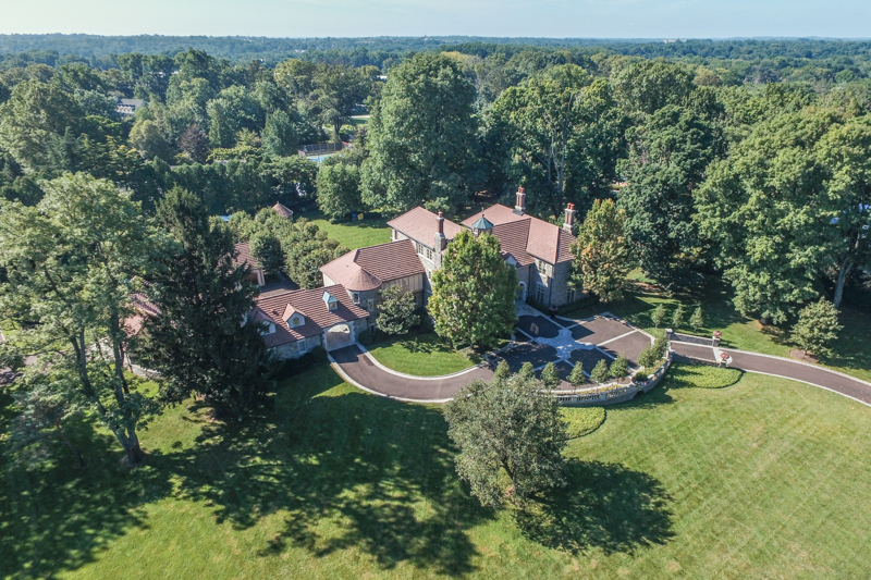 Частный односемейный дом для того Продажа на Breathtaking Stone Estate 733 N SPRING MILL RD Villanova, 19085 Соединенные Штаты