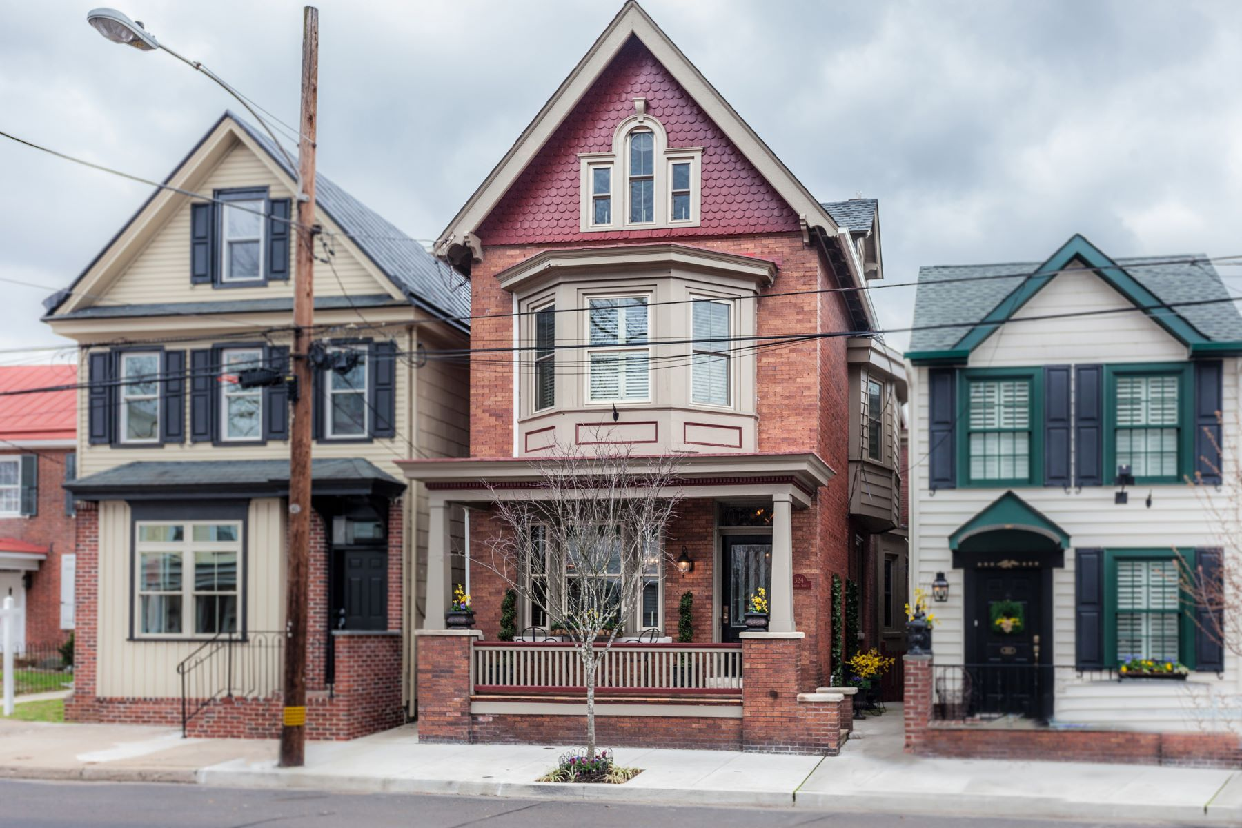 Частный односемейный дом для того Продажа на 324 Radcliffe St Bristol, Пенсильвания 19007 Соединенные Штаты