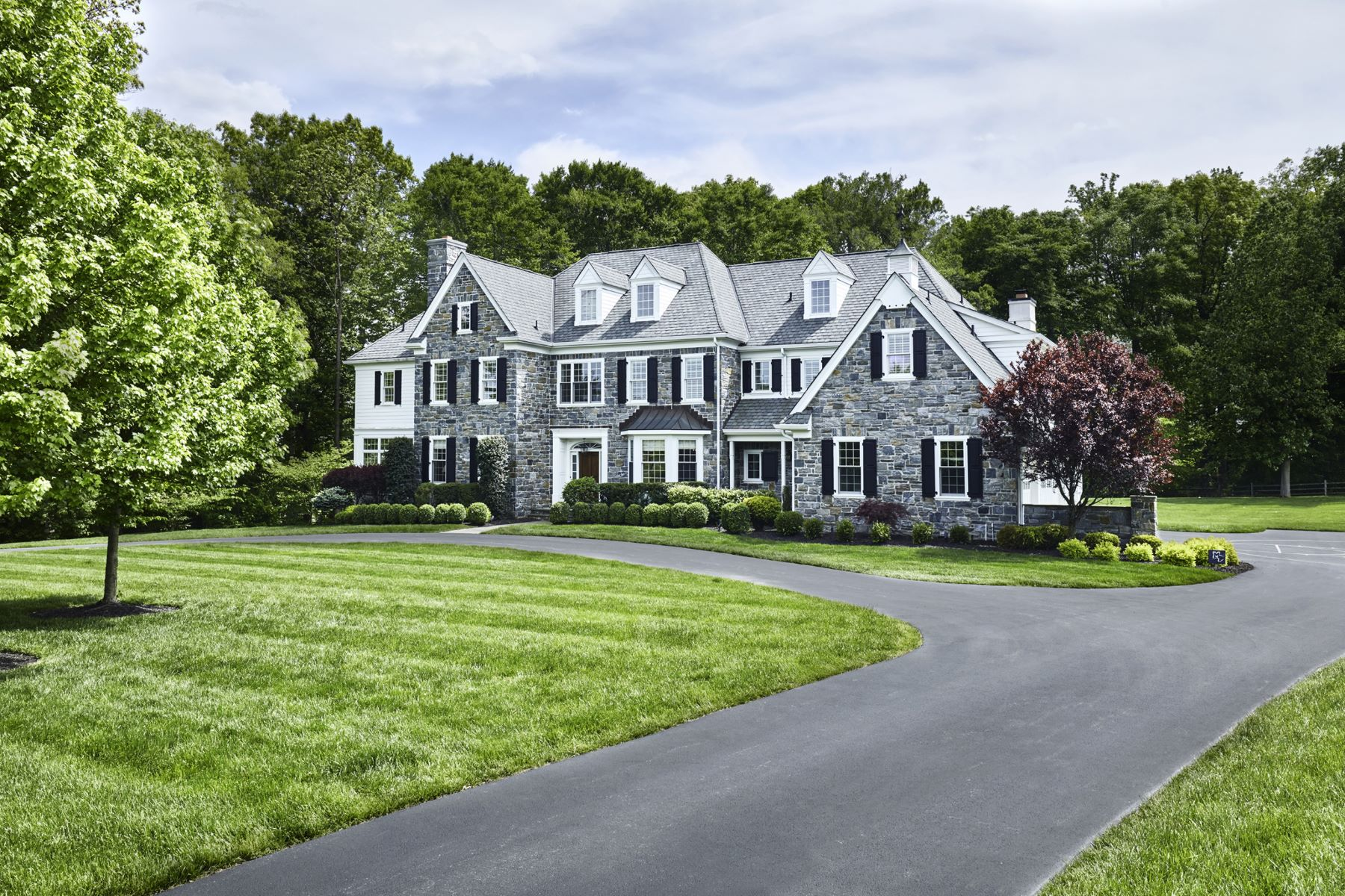 Частный односемейный дом для того Продажа на Michael Visich Custom Manor Home 4 WITHERS LN Newtown Square, Пенсильвания, 19073 Соединенные Штаты