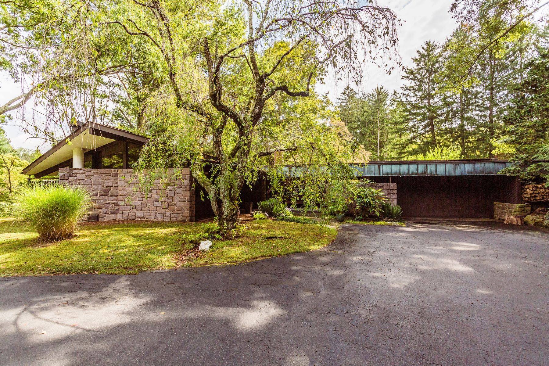 Single Family Homes for Sale at 881 SPRING VALLEY RD Doylestown, Pennsylvania 18901 United States