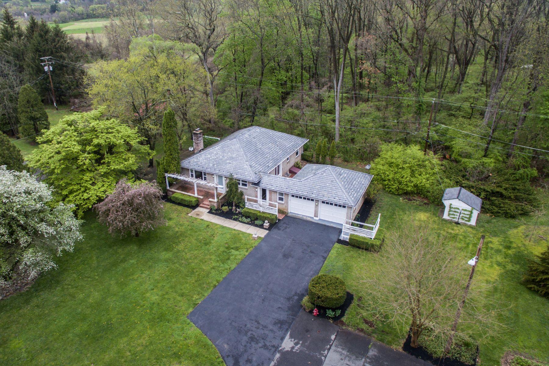 Частный односемейный дом для того Продажа на 329 Elmwood Lane 329 ELMWOOD LN Riegelsville, 18077 Соединенные Штаты