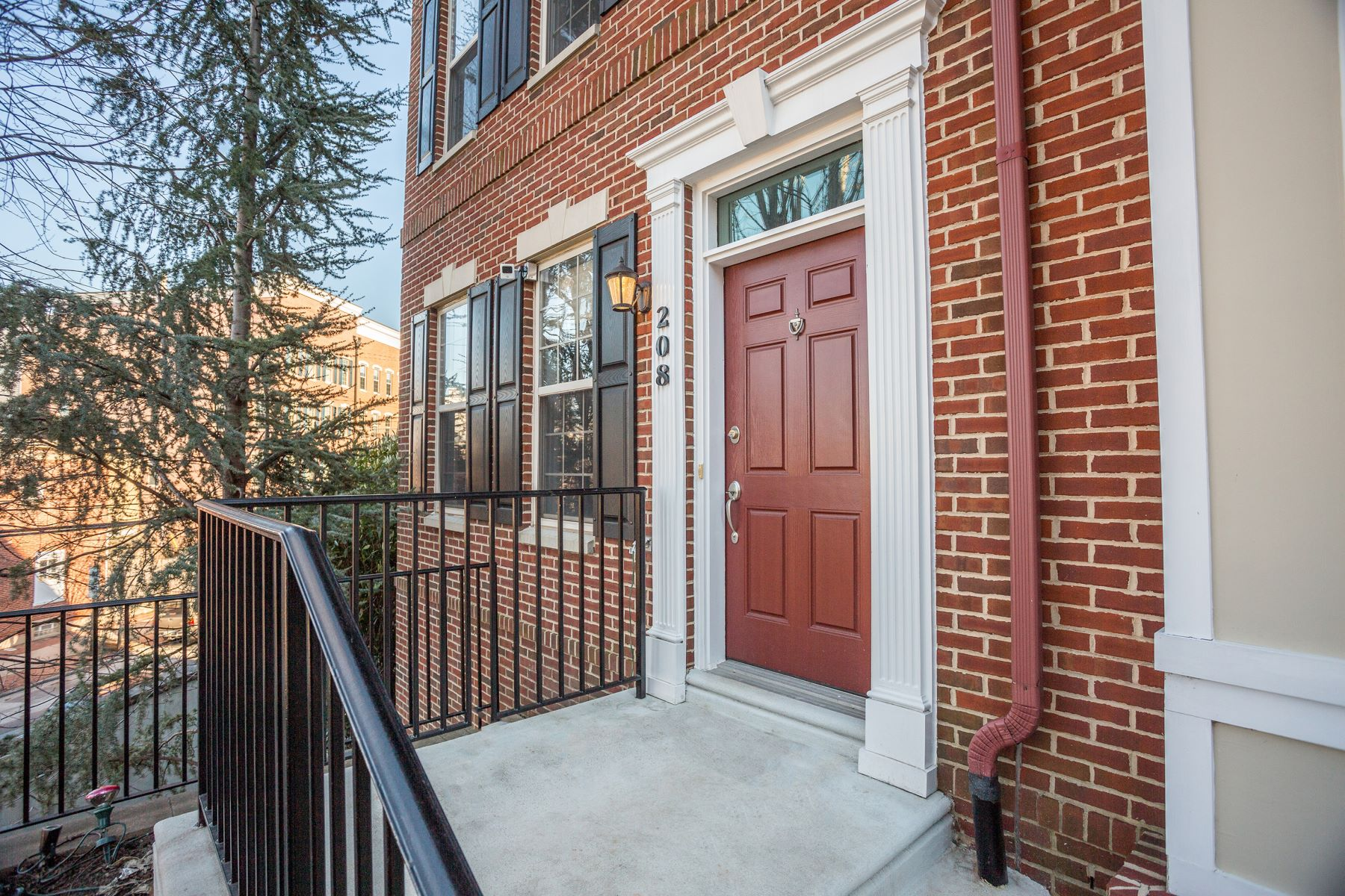 Townhouse for Sale at 208 Admirals Way 208 ADMIRALS WAY Philadelphia, Pennsylvania 19146 United States