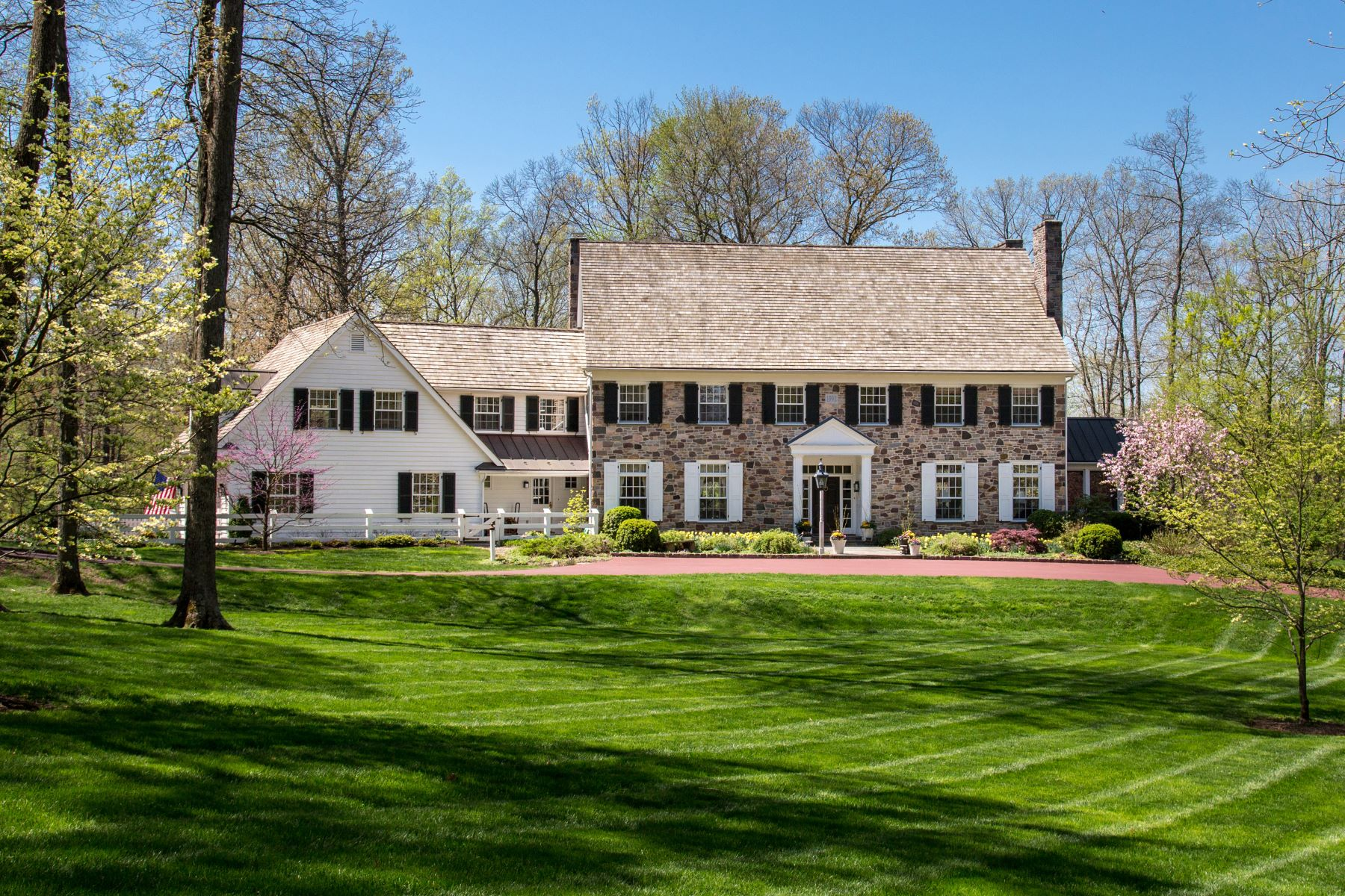 Single Family Home for Sale at 8 Round Hill Rd Newtown, Pennsylvania 18940 United States