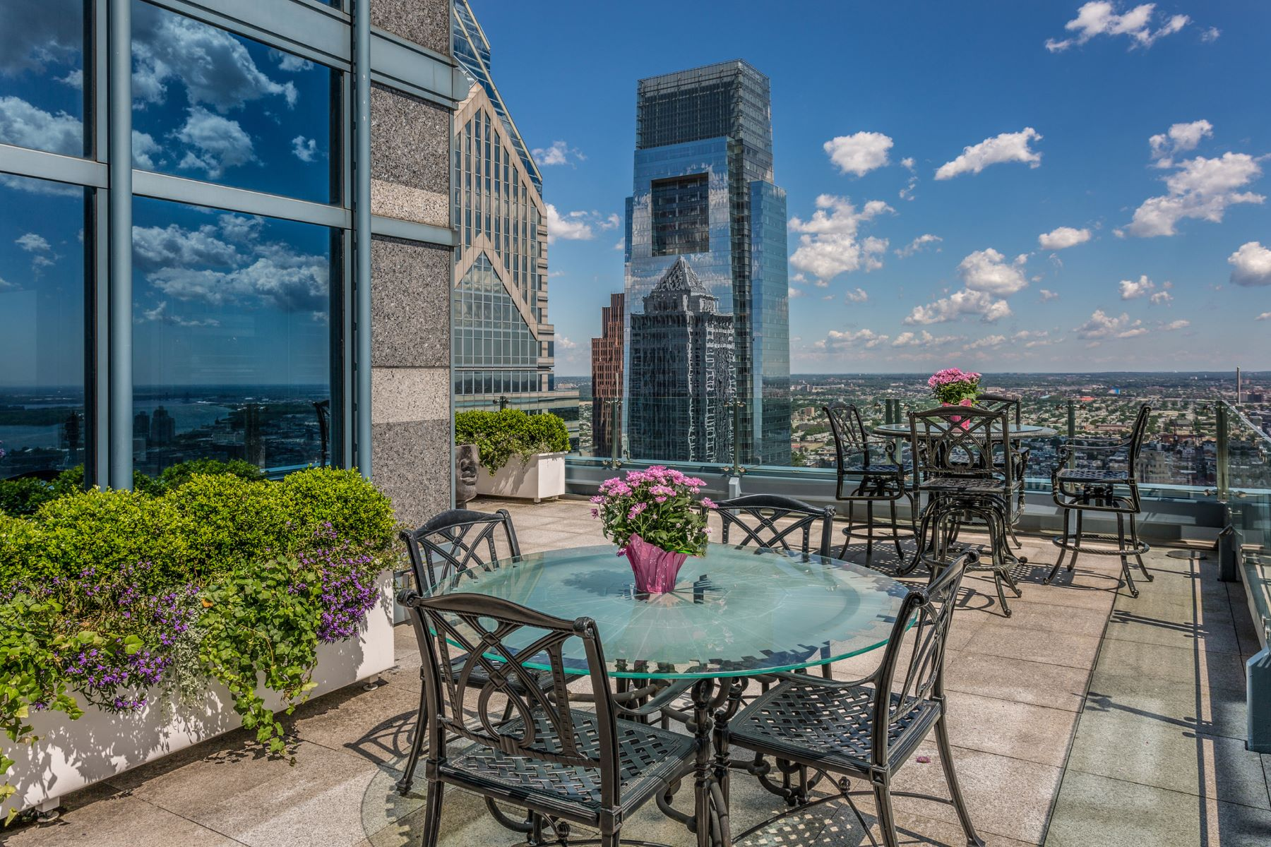 Condominium for Sale at Two Liberty Residence 50 S 16TH ST #4604 4604, Philadelphia, Pennsylvania, 19102 United States