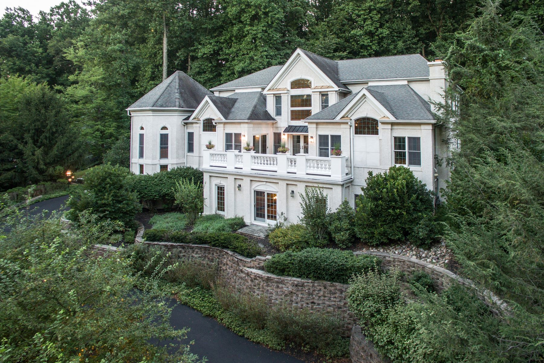 Single Family Homes for Sale at 5690 OAK CREST DR Doylestown, Pennsylvania 18902 United States
