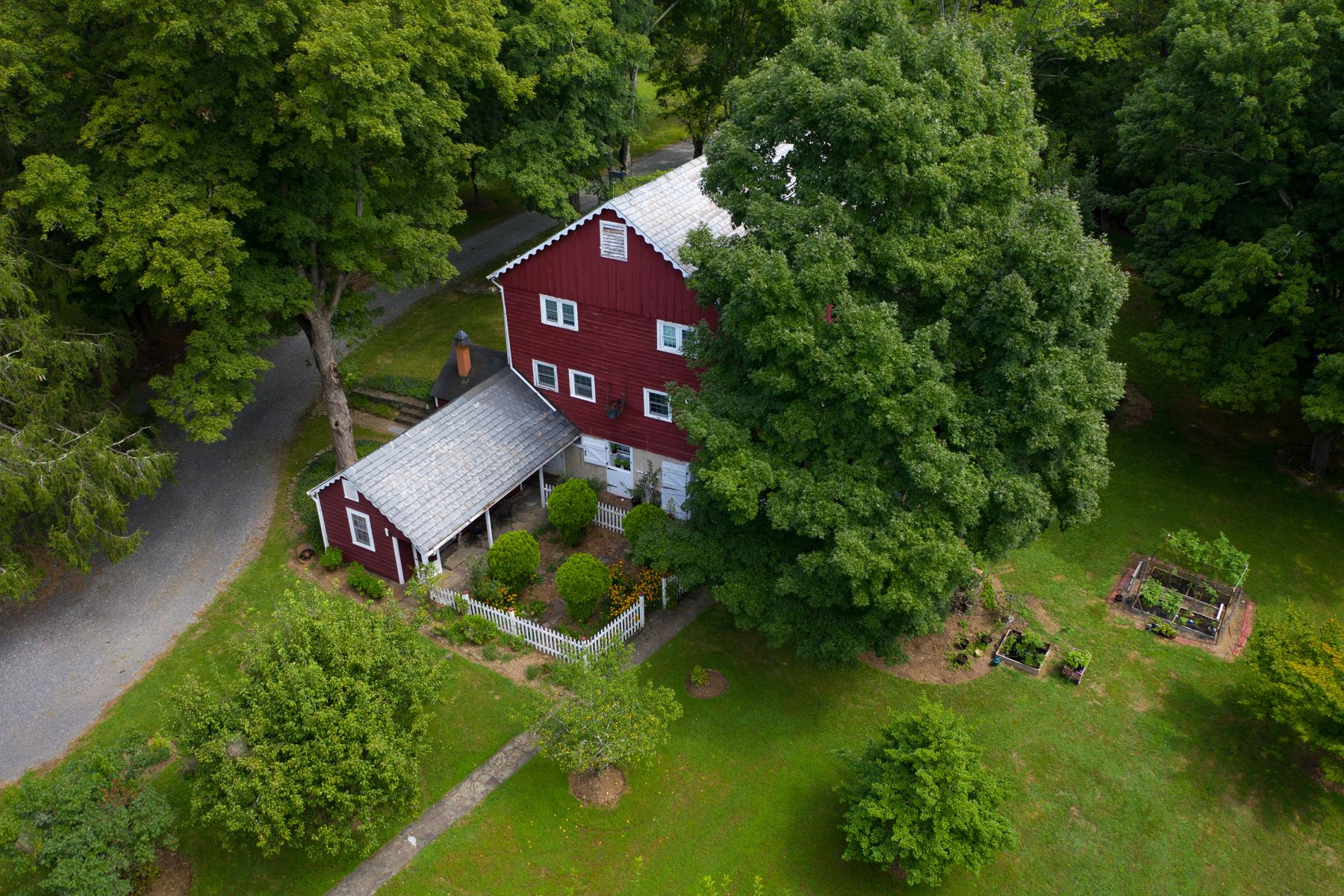Additional photo for property listing at Claws and Laurel Farm 200 FAIRVIEW RD, Frenchtown, New Jersey 08825 United States