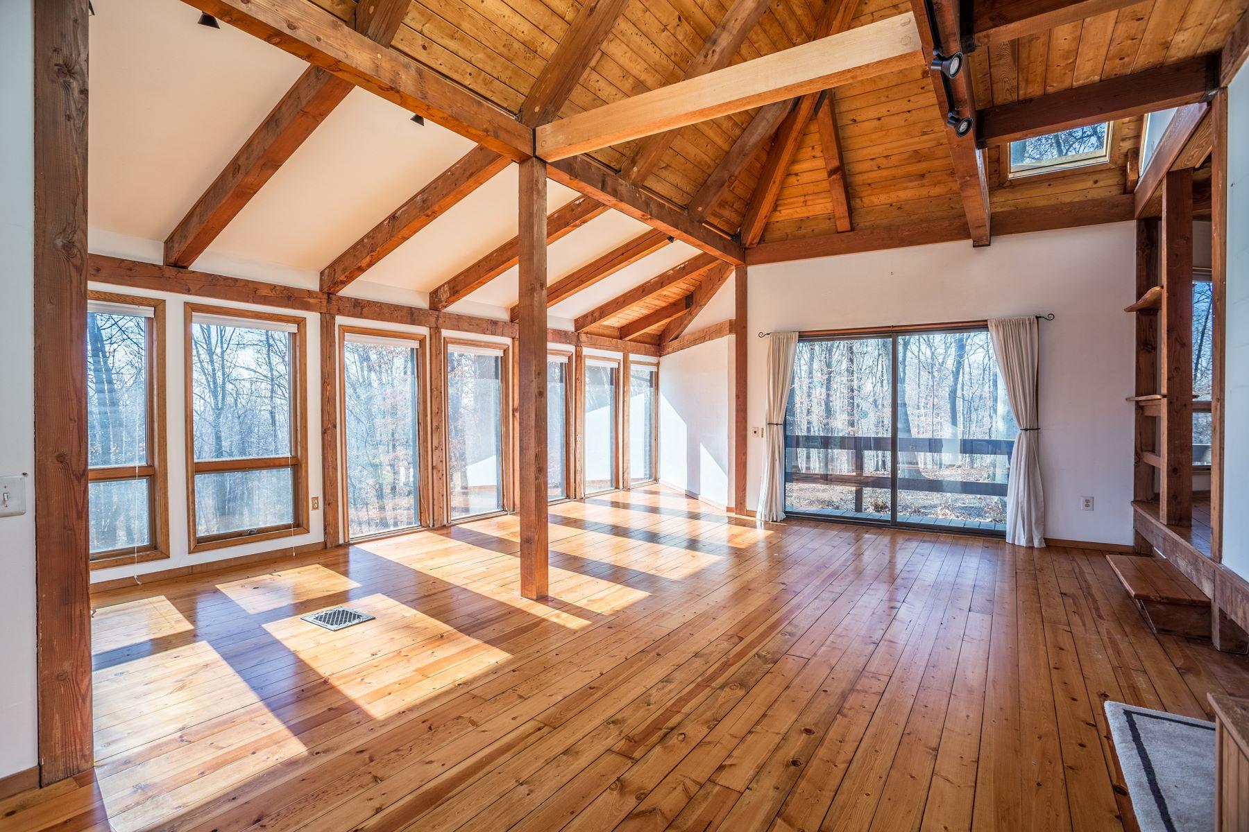 واحد منزل الأسرة للـ Sale في Modern Treehouse 2899 ASH MILL RD, Doylestown, Pennsylvania, 18902 United States