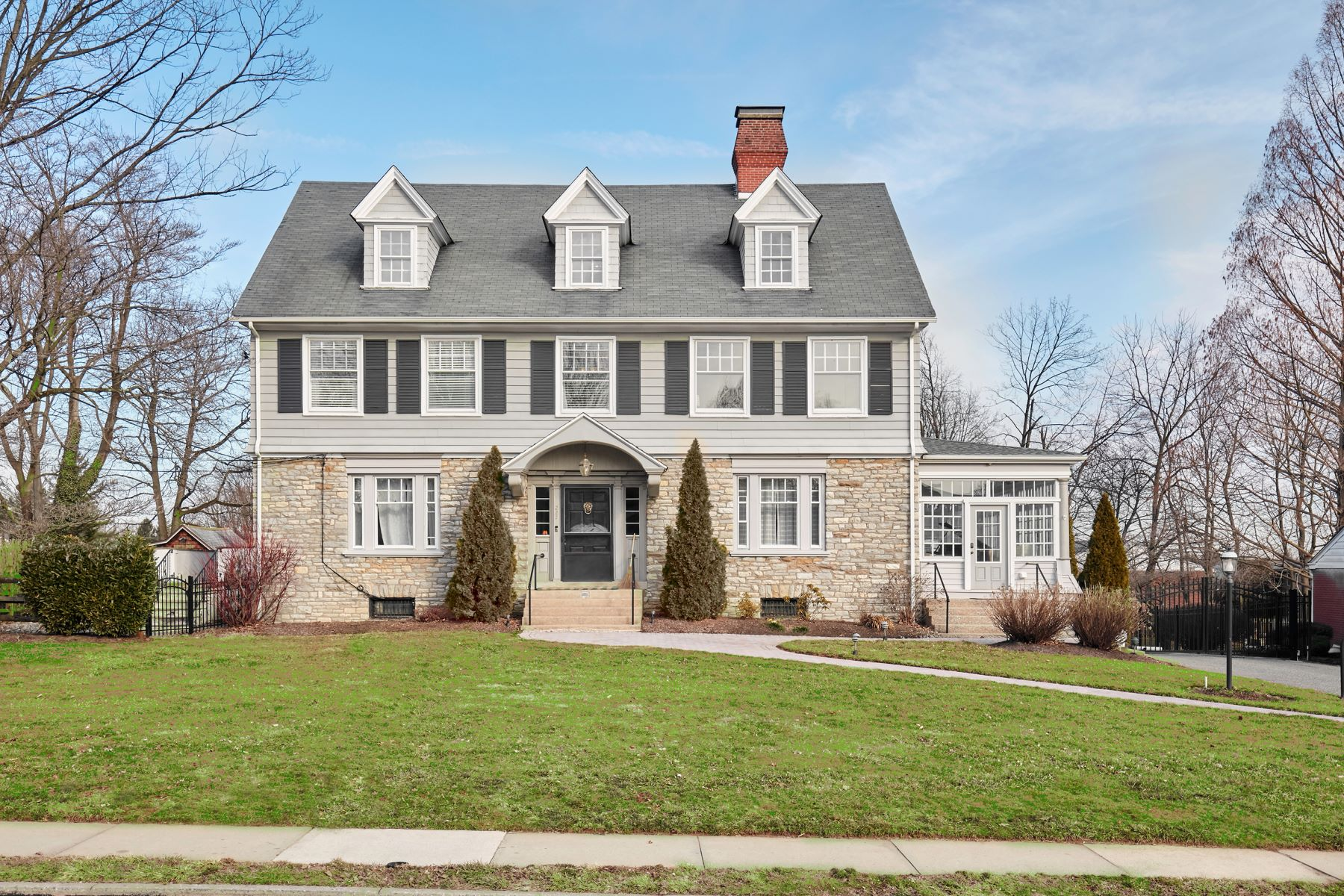 단독 가정 주택 용 매매 에 Turn of the Century Stone Estate Home 227 MONUMENT AVE Malvern, 펜실바니아 19355 미국