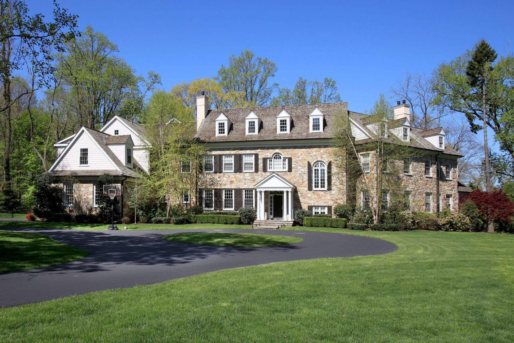 Maison unifamiliale pour l Vente à Incredible Devon Estate 305 BEAUMONT RD Devon, Pennsylvanie 19333 États-Unis