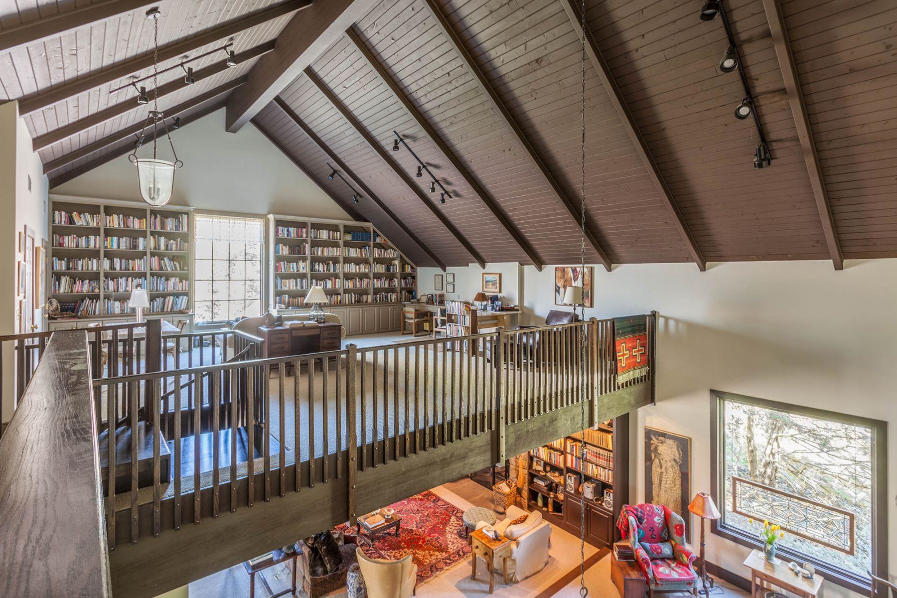 Einfamilienhaus für Verkauf beim Tudor Residence & Artist Studio 4430 POND VIEW CT Bethlehem, Pennsylvanien, 18020 Vereinigte Staaten