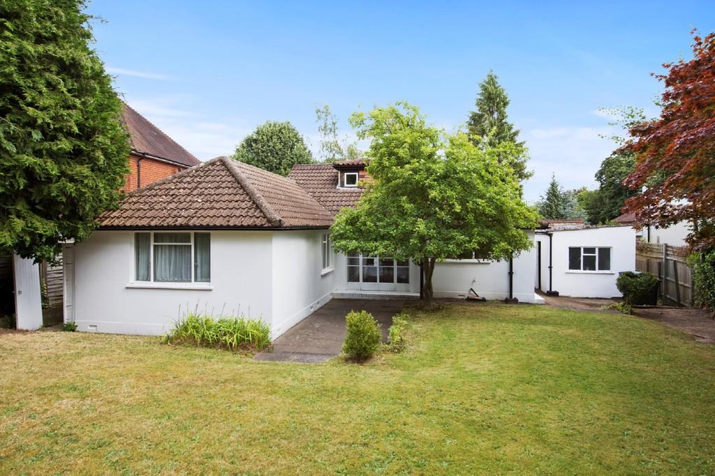 Maison unifamiliale pour l Vente à Wentworth, Surrey 7Trotsworth Avenue Other England, Angleterre, GU25 4AL Royaume-Uni