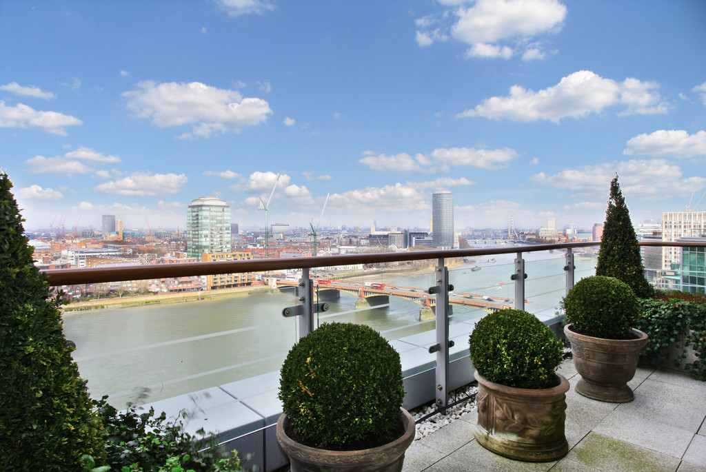 sales property at Kestrel House, St Georges Wharf, London