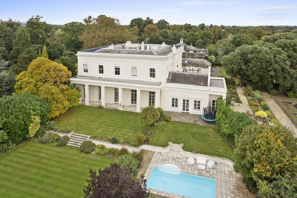 Apartment for Sale at Laleham Park, Laleham TW18 1Laleham Abbey Laleham, England, TW18 1SZ United Kingdom