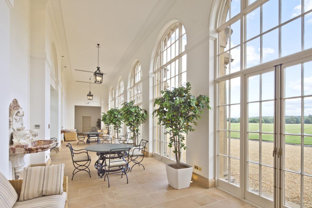 Additional photo for property listing at Basingstoke, Hampshire  Basingstoke, England RG25 2JZ United Kingdom