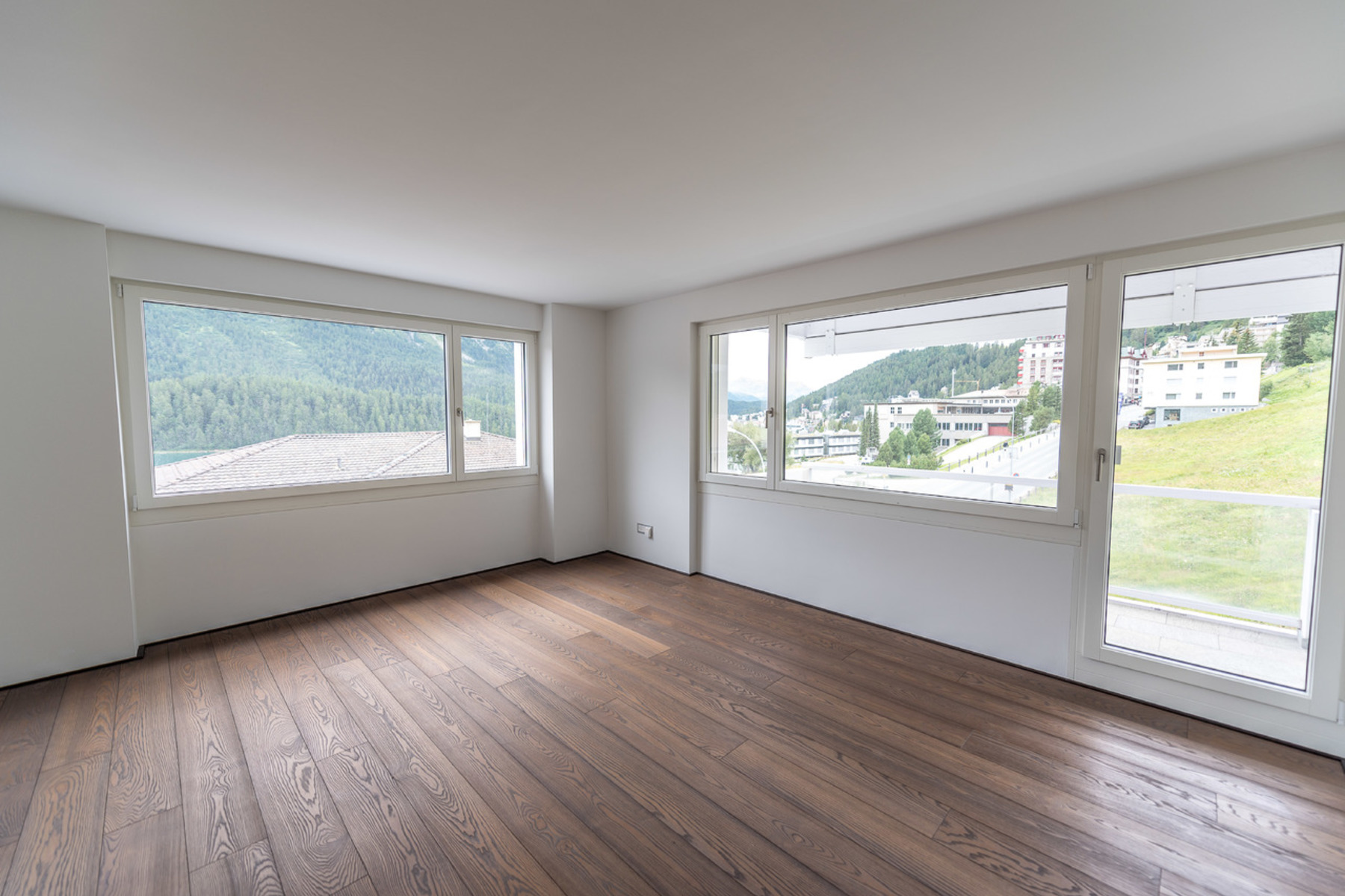 Additional photo for property listing at 4 ½ rooms apartment in St. Moritz,  St. Moritz, Grisons 7500 Швейцария