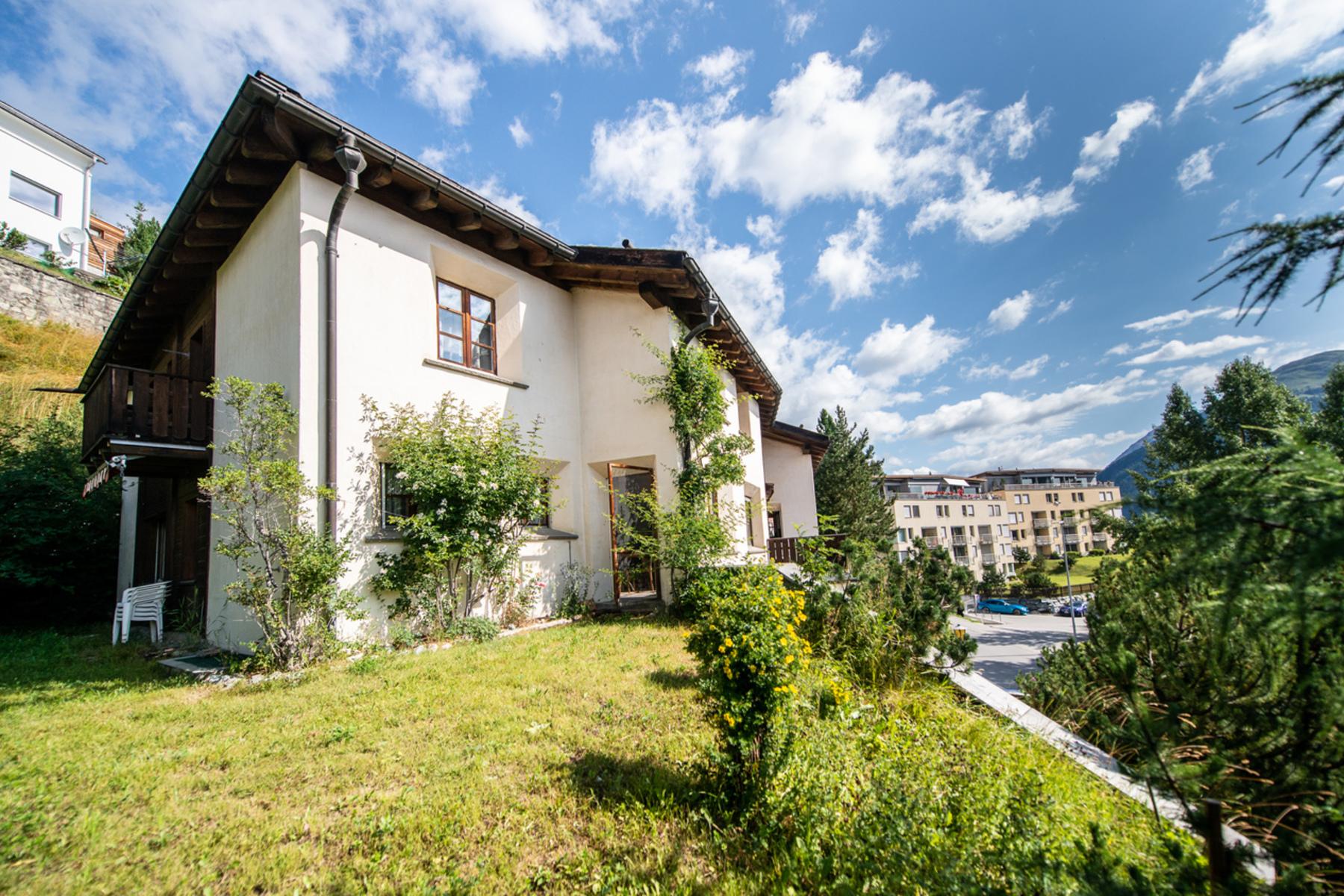 Single Family Homes por un Venta en Single family home in the center Samedan, Graubuenden 7503 Suiza