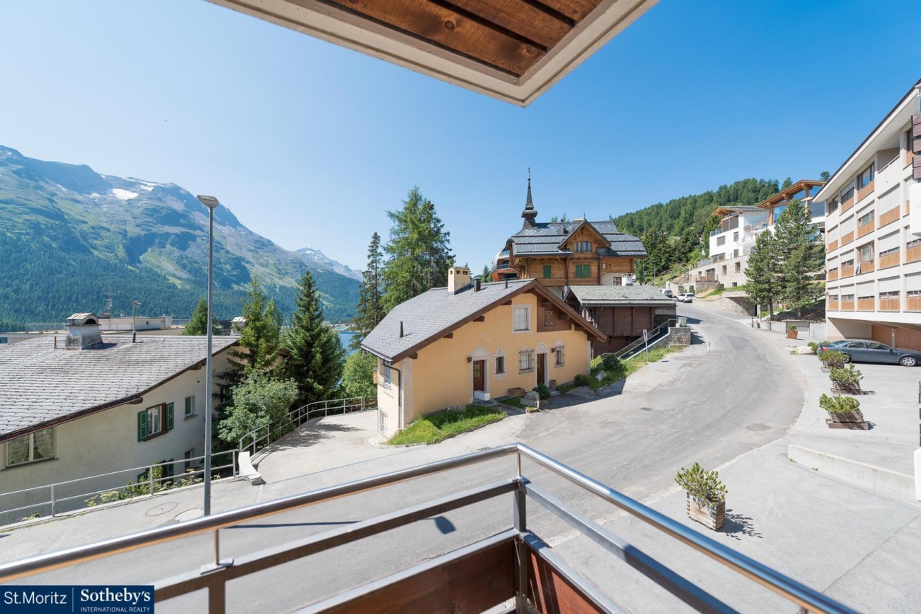 Appartement pour l Vente à Bright & luxurious furnished 2.5 room apartment in the center St. Moritz St. Moritz, Grisons, 7500 Suisse