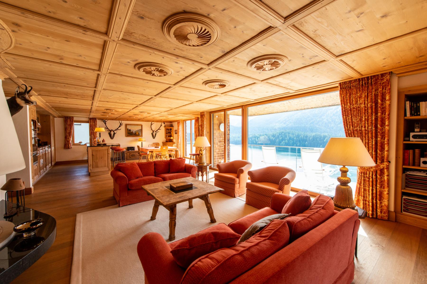 Condominiums por un Venta en Luxury apartment with fantastic lake and mountain view St. Moritz, Grisons 7500 Suiza