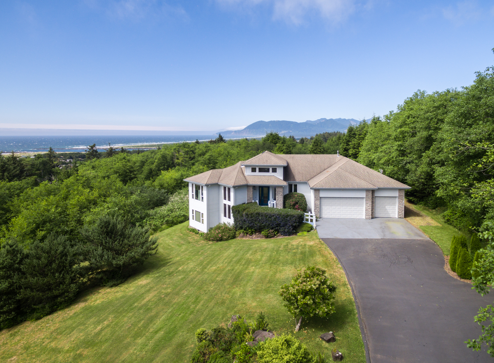 واحد منزل الأسرة للـ Sale في 9705 Scenic View Drive Rockaway Beach, Oregon, 97136 United States