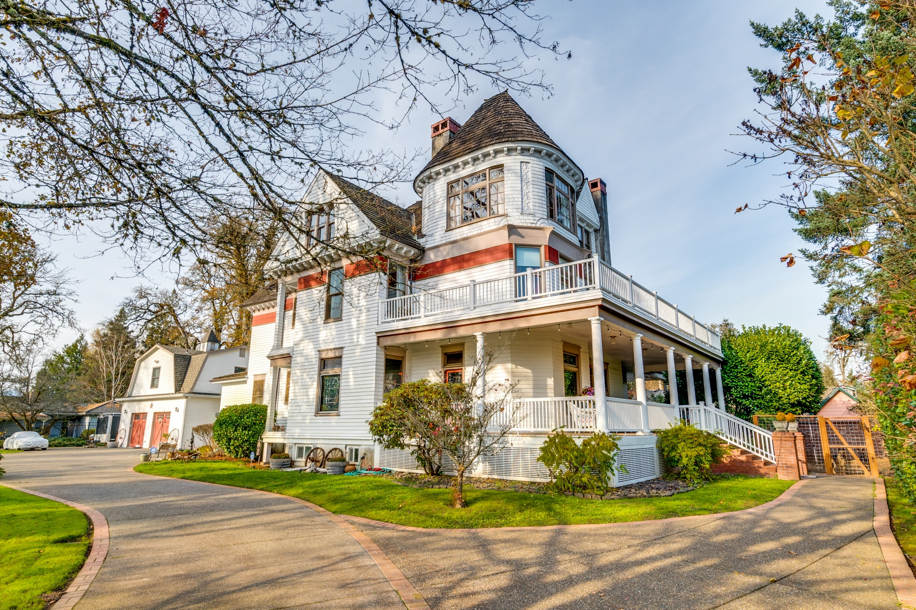 Single Family Homes 為 出售 在 Historical Queen Ann Victorian Home 2225 12TH AVE, Forest Grove, 俄勒岡州 97116 美國