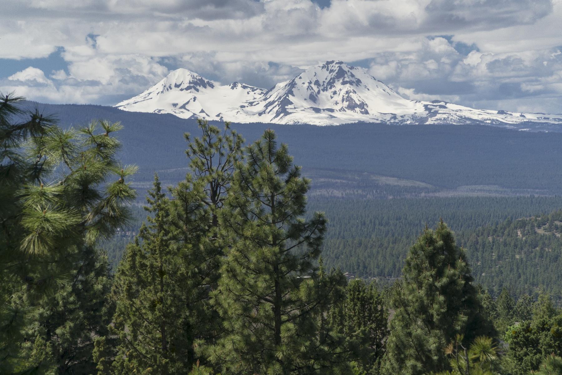 Земля для того Продажа на Stunning Views from Awbrey Butte 1499 Northwest Overlook Drive Bend, Орегон, 97701 Соединенные Штаты
