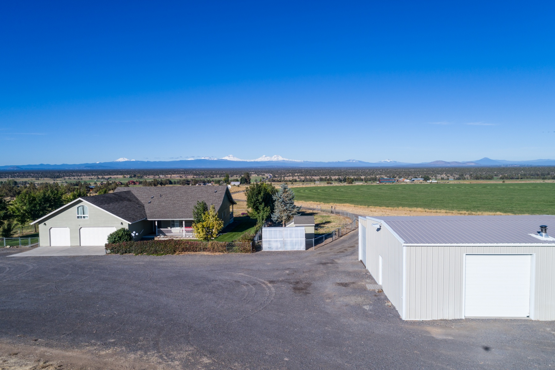 Single Family Home for Sale at Cascade Mountain View Dreams! 16777 Southwest Hahlen Avenue Powell Butte, Oregon 97753 United States