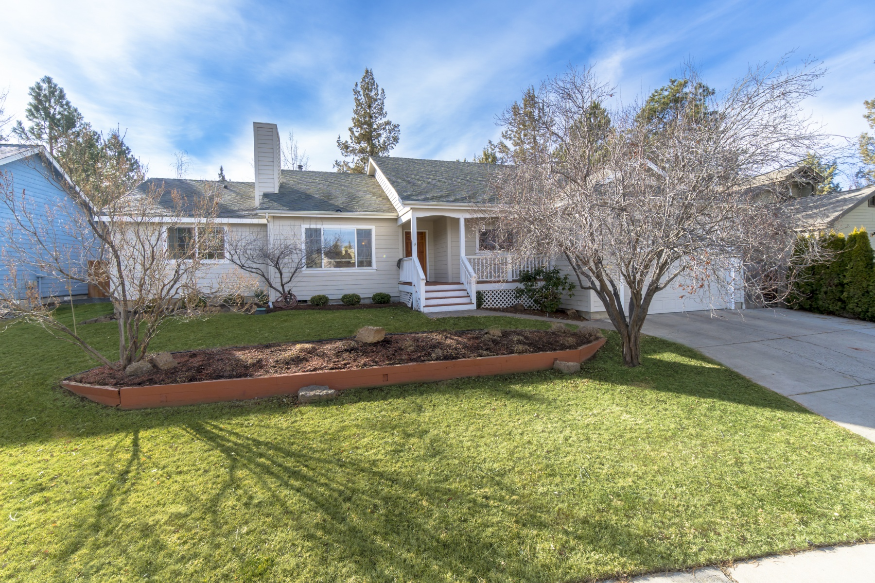 Single Family Home for Sale at Charming Single Level Home 1901 SE Autumnwood Ct, Bend, Oregon, 97702 United States