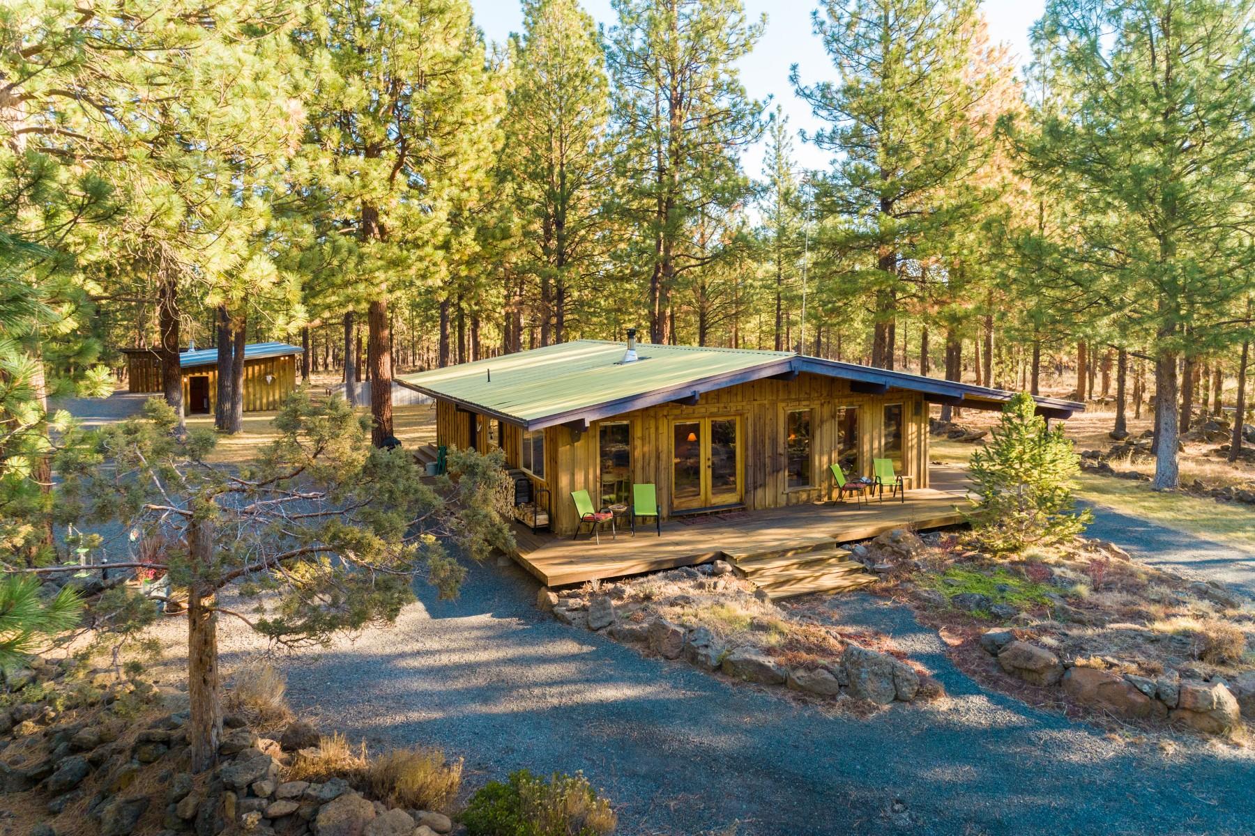 Single Family Homes pour l Vente à Welcome to Rancho Relaxo! 68015 Edgington Rd, Sisters, Oregon 97759 États-Unis