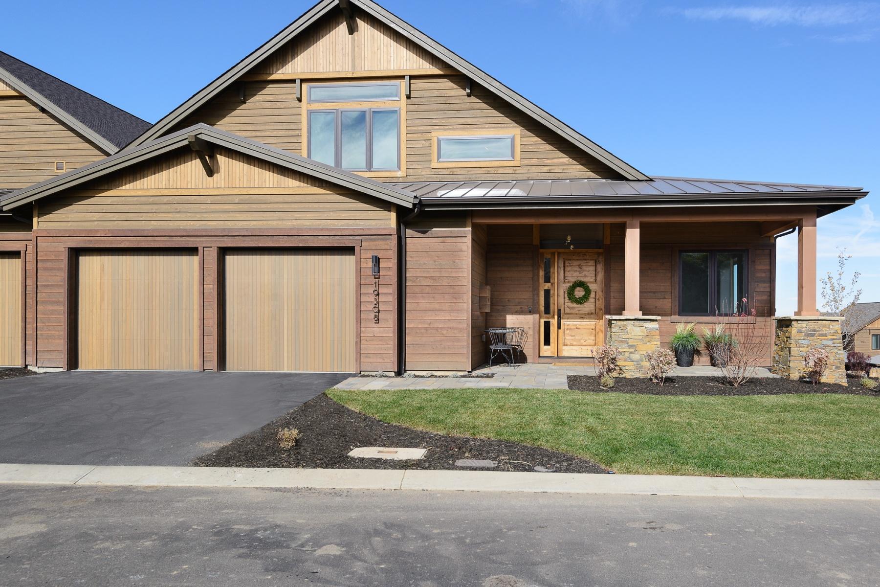 Townhouse for Sale at Award Winner at Tetherow! 19308 Eaton Lane, Bend, Oregon, 97702 United States