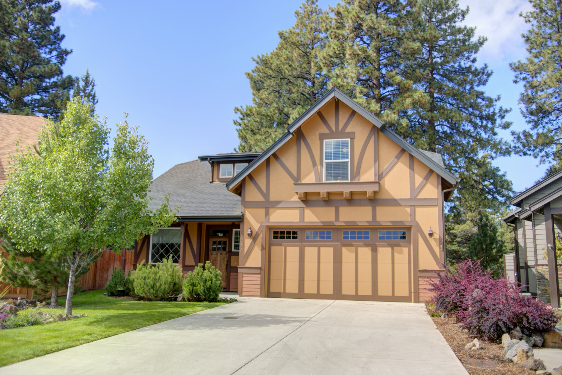 Single Family Home for Sale at Master on the Main in SE Bend! 61295 Ring Bearer Court, Bend, Oregon, 97702 United States