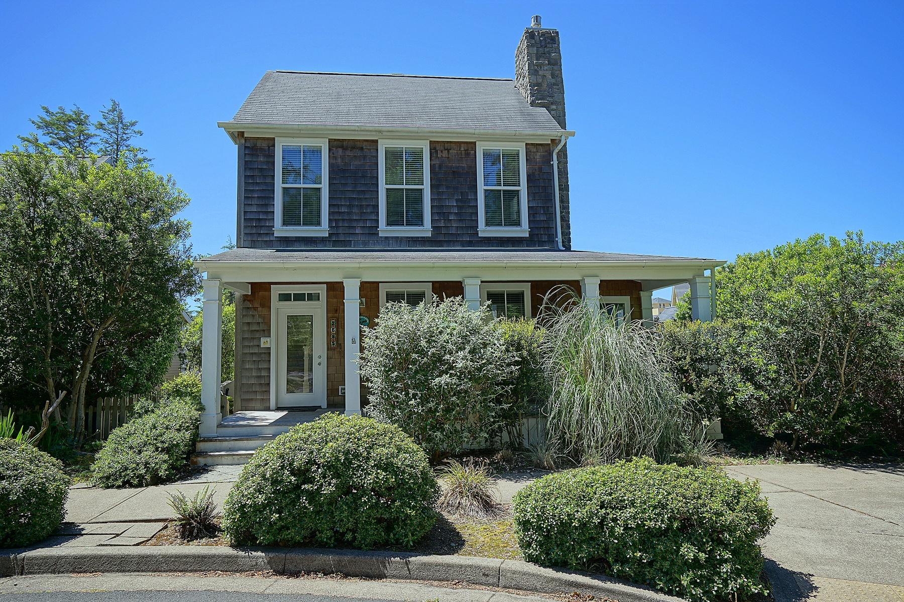 Частный односемейный дом для того Продажа на Elegant Cottage Home 2685 SW Beach AVE, Lincoln City, Орегон, 97367 Соединенные Штаты
