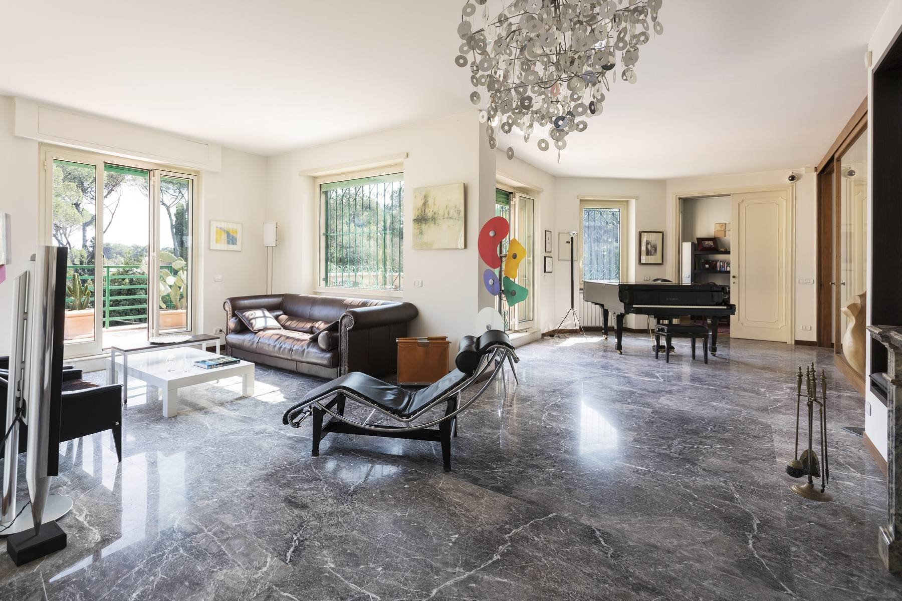 Apartments por un Alquiler en Magnificent apartment with large terraces overlooking the greenery Rome, rom Italia